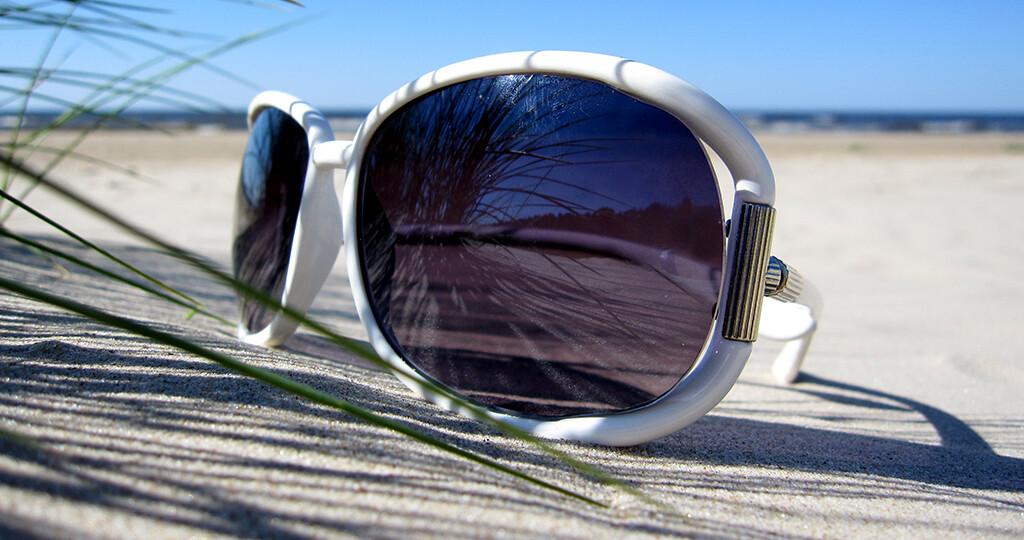 Sonnenbrillen mit hohem UV-Filter sollen auch gut sitzen. © coniferine / shutterstock.com