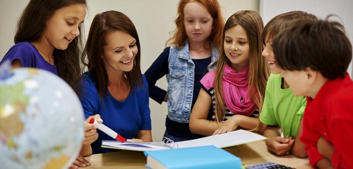 Gute Beziehung zu den Lehrers hat grösseren Effekt als Präventionsprogramm. © gpointstudio / shutterstock.com