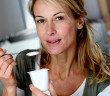 Gender Food hat mehrere Gründe: Frauen essen anders, gelten als figurbewusster und legen mehr Wert auf gesunde Speisen. © goodluz / shutterstock.com