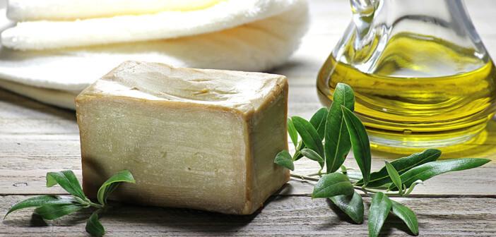 Auch in der Hautpflege überzeugt Olivenöl durch seinen hohen Nährstoffgehalt. © Bjoern Wylezich / shutterstock.com