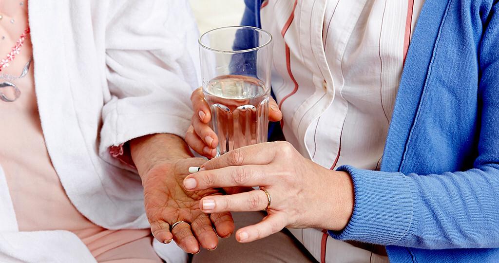 Die Häufigkeit von Infektionen im fortgeschrittenen Alter liegt in Altenheimen bei 10 bis 20 Infektionen pro 100 Heimeinwohnern und Monat. © Robert Kneschke / shutterstock.com