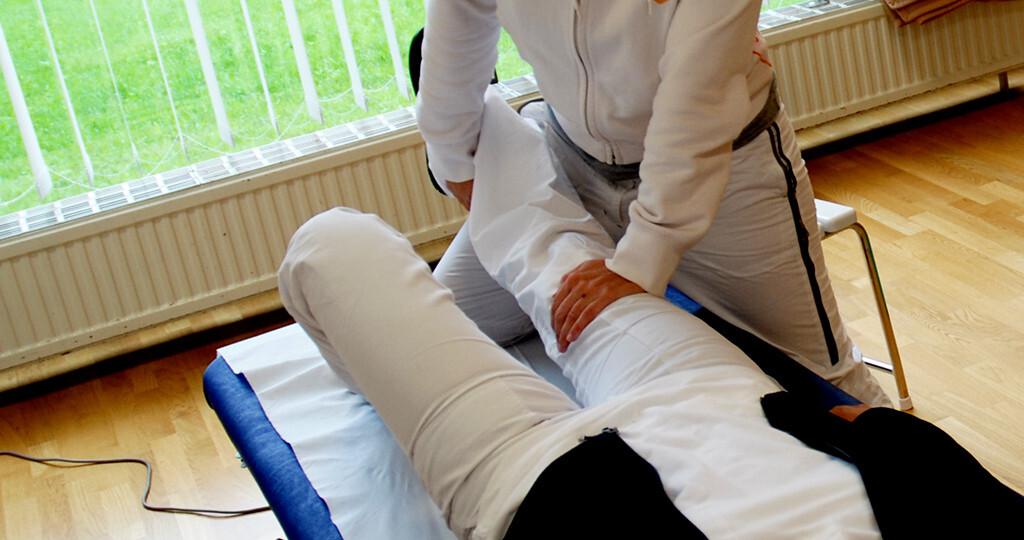 Die physikalische Therapie hat bei Rheuma ihren festen Stellenwert im Behandlungsplan. © Eric Fahrner / shutterstock.com