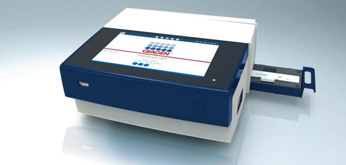 Aktuelles Gerät zum Auslesen von Schnell-Teststreifen © QIAGEN GmbH