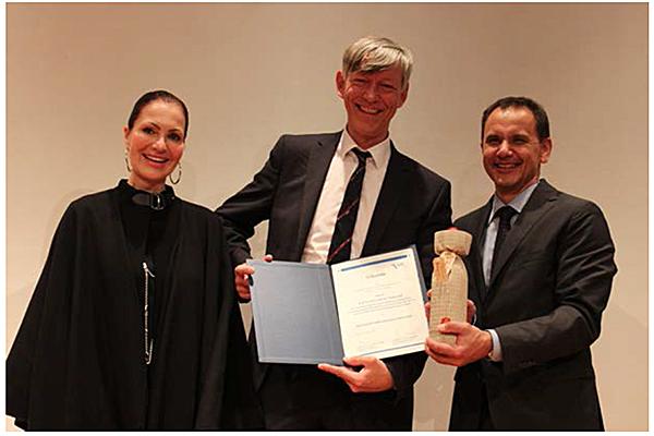 v.l.: Simone Grätz (Celgene GmbH), Prof. Dr. Hans-Reimer Rodewald, Prof. Dr. Jürgen Wienands (Präsident DGfI)