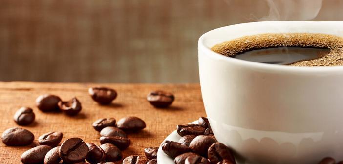 Vor einer Krebstherapie sollte geklärt werden, ob eine Wechselwirkung zwischen Kaffee und den einzunehmenden Arzneimitteln zu erwarten ist. © portumen / shutterstock.com