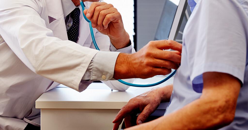 Die Nachsorge nach Schlaganfällen liegt in der Hand des Hausarztes. © monkey business images / shutterstock.com