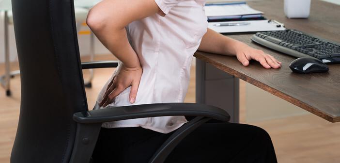 Häufigste Ursache für Rückenschmerzen am Arbeitsplatz ist das falsche Sitzen. © andrey popov / shutterstock.com