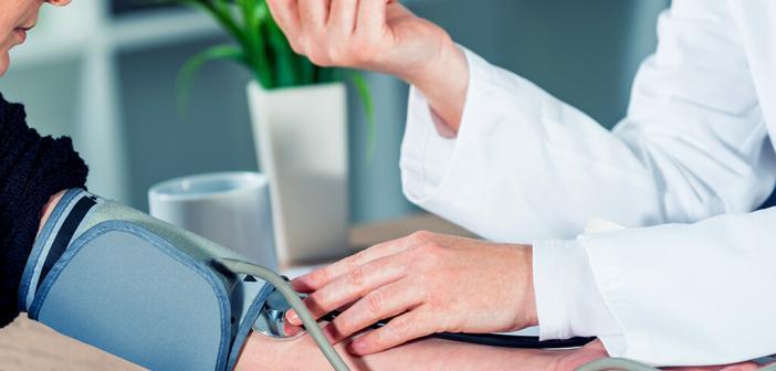 Bluthochdruckpatienten – Bluthochdruck-Behandlung konsequent durchführen. © igorstevanovic / shutterstock.com
