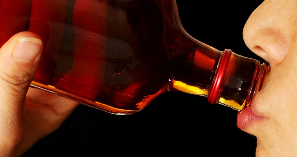 Alkoholkonsum mit Vorsicht genießen. © Barnaby Chambers / shutterstock.com