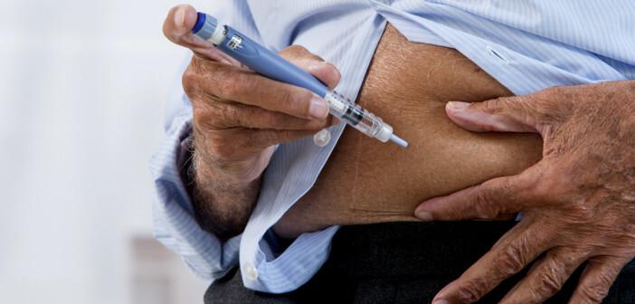 Meist empfiehlt es sich, dass die Umstellung auf Insulin bei geriatrischen Patienten schrittweise erfolgt. © JPC-prod / shutterstock.com