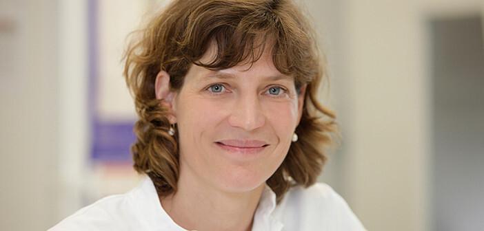 """Prof. Susanne Häußler leitet die Abteilung """"Molekulare Bakteriologie"""" am HZI sowie das gleichnamige Institut am TWINCORE. © HZI"""