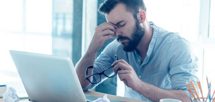 Jeder zweite deutsche Arbeitnehmer befürchtet, dass beruflicher Stress zum Burnout führen könnte. © djd / Allianz Deutschland AG / thx