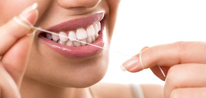 Meist sind die Mundgeruch-Ursachen harmlos und in der Regel mit einer gründlichen Zahnhygiene behandelbar. © Lucky Business / shutterstock.com