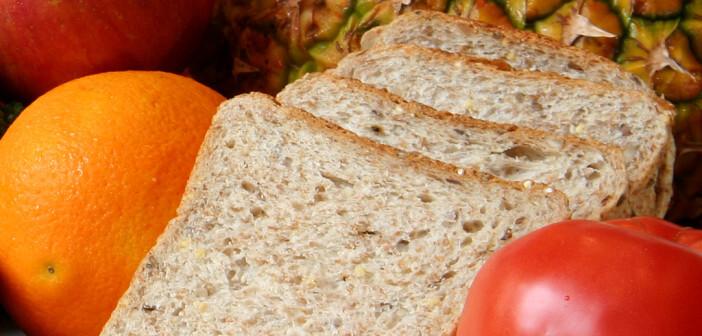 Ballaststoffzufuhr wird am einfachsten durch Gemüse und Obst sowie Vollkornprodukten gesteigert. © Hannamariah / shutterstock.com