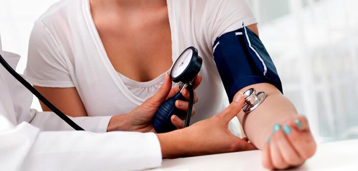 Auch hoher Blutdruck bei Frauen oft unerkannt. © Alexander Raths / shutterstock.com