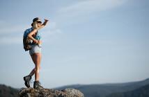 Viele Wanderer, die erstmals hohe Berge erklimmen wollen, erleben einen Höhenschwindel. © Fotokvadrat / shutterstock.com