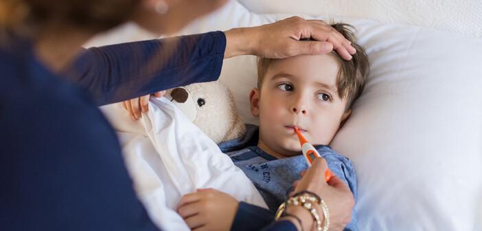 Grippale Infekte bei Kindern sind häufig aber meist harmlos, die Temperatur sollte dabei aber regelmäßig kontrolliert werden. © Rido / shutterstock.com