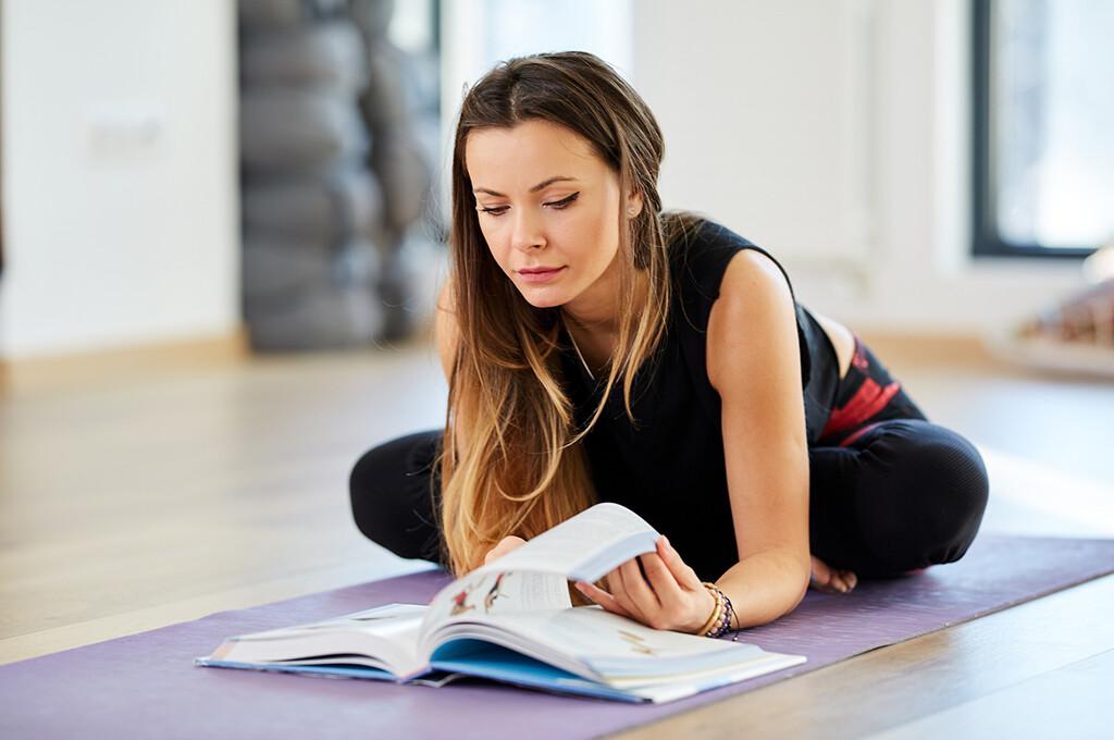 Zu Fitness und Kraftsport gibt es eine recht umfangreiche Trainingsliteratur. © xalanx / fotolia.de