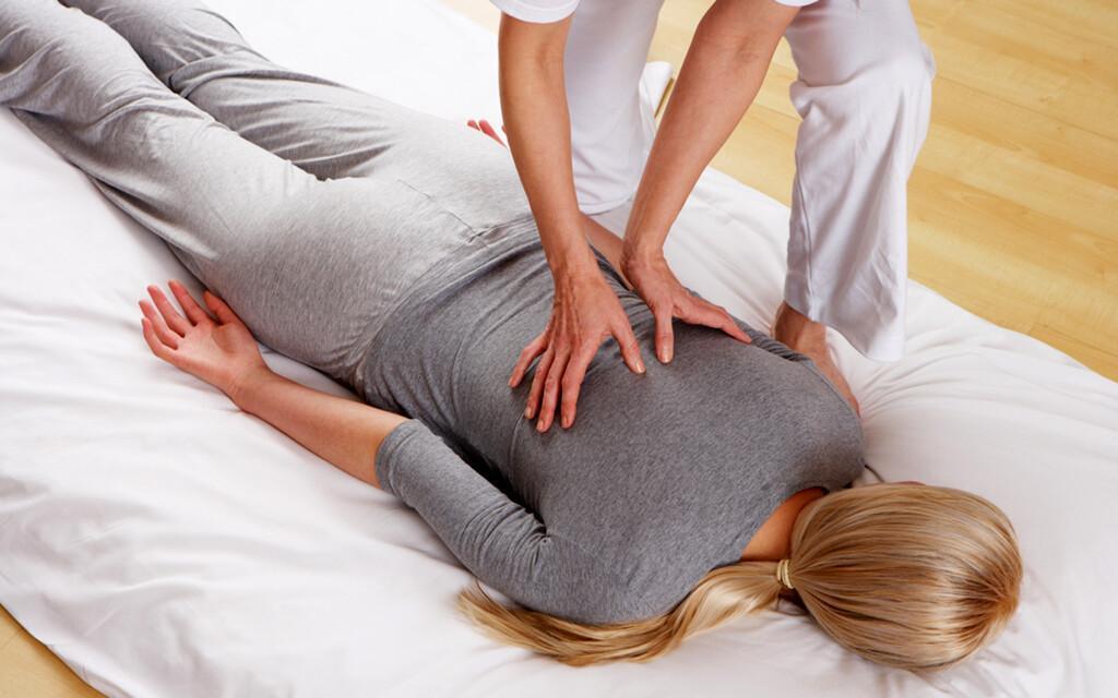 Shiatsu-Massage © Oliveromg / shutterstock.com