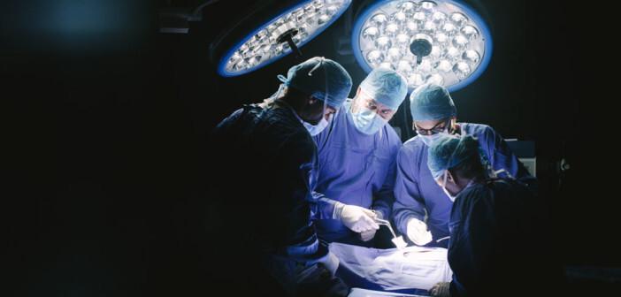 Chirurgen im Einsatz. © Jacob Lund / shutterstock.com