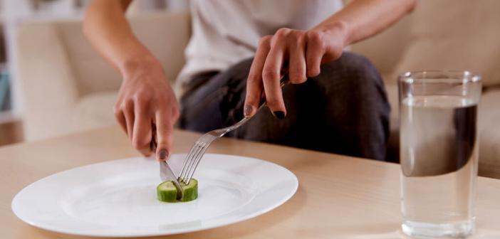Magersucht – Anorexia nervosa © VGstockstudio / shutterstock.com