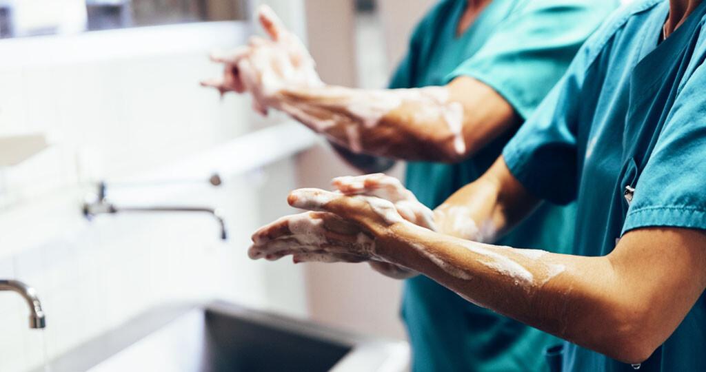 Handhygiene stärken und Krankenhausinfektionen vermeiden. © Santypan / shutterstock.com