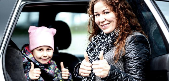 Was hilft gegen Übelkeit beim Autofahren? Verschiedene Tipps zeigen nichtmedikamentöse Möglichkeiten auf. © Kekyalyaynen / shutterstock.com