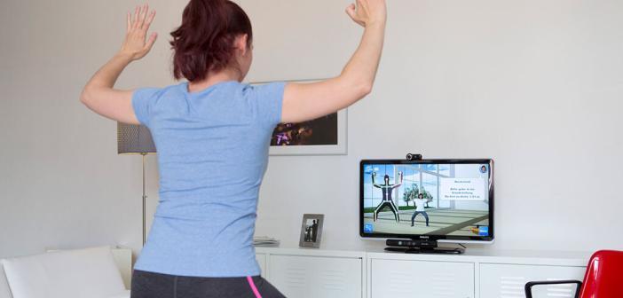 Reha im eigenen Wohnzimmer mit telemedizinischer Bewegungstherapie für Hüft- und Kniegelenk-Patienten. © Fraunhofer FOKUS