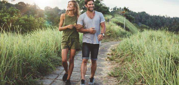 Regelmäßige Spaziergänge an der frischen Luft sind gut für Körper und Psyche. © Jacob Lund / shutterstock.com