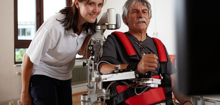Patient beim Armtraining (Beispielbild) © Kliniken Schmieder