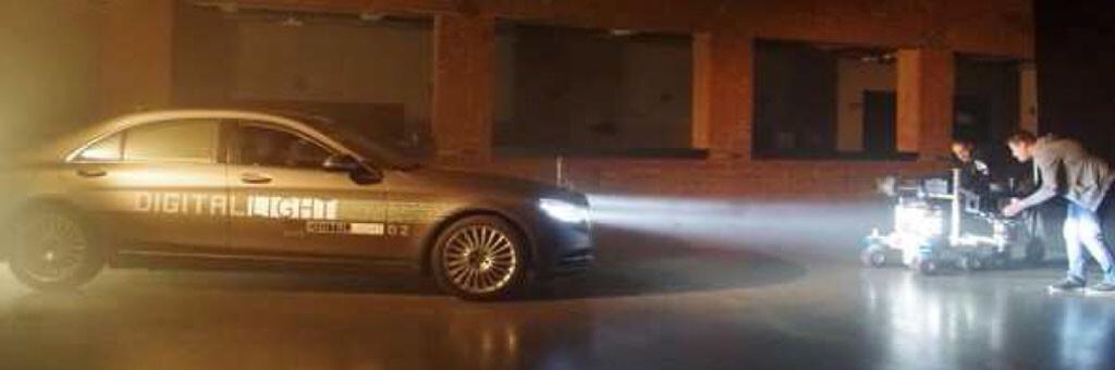 Abbildung 4: Filmaufnahmen an einer mit Megapixel-Scheinwerfern ausgerüsteten Mercedes-Benz S-Klasse. © Jörg Moisel