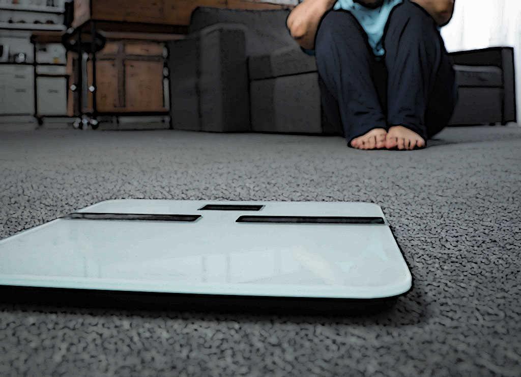 Übergewicht ist ein wichtiger Risikofaktor für einen Eisenmangel. Denn überfüllte Fettzellen schütten Eiweiße aus, wodurch der Körper das Spurenelement Eisen nicht mehr angesessen aufnehmen kann. © New Africa / shutterstock.COM