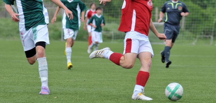 FIFA 11+ soll bei Kickern ab 14 Jahren Fussball-Verletzungen vermeiden helfen. © muzsy / shutterstock.com