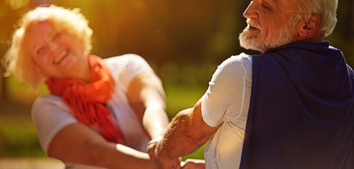 Gesunder Lebensstil mit adäquater körperlicher Aktivität und gesunder Ernährung stärkt das Herz, aber auch die gesamte Gesundheit. © Robert Kneschke / shutterstock.com