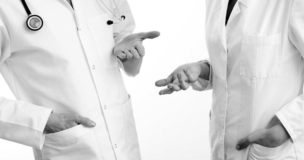 Arzt – Ärztin © Photographee.eu / shutterstock.com