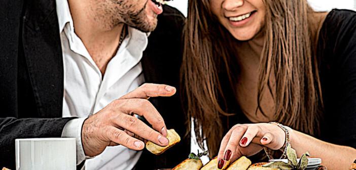 Glückliche Paare haben meist auch einen guten Appetit. © RossHelen / shutterstock.com