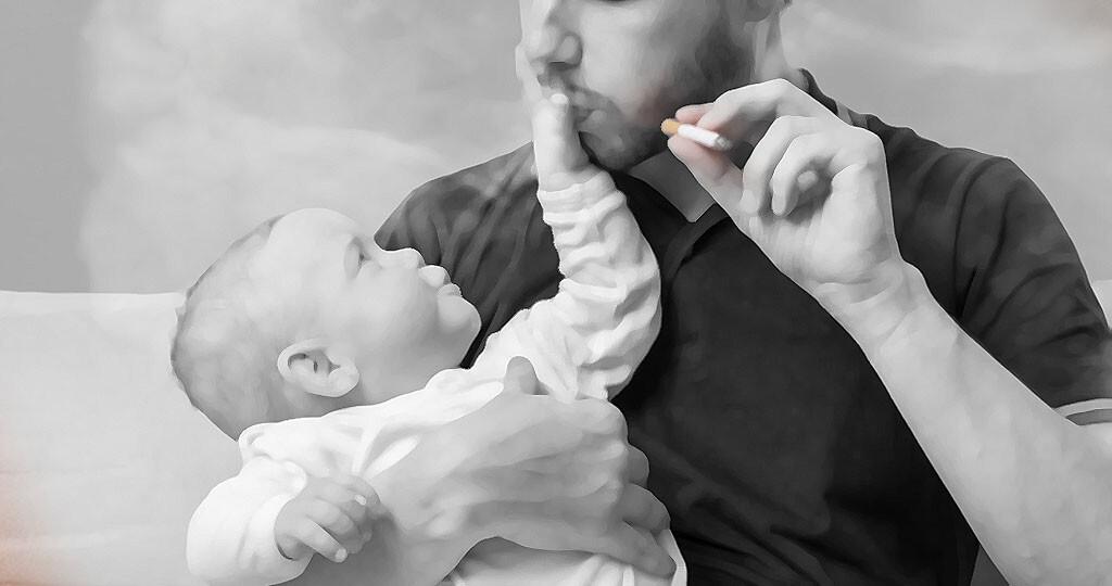 Passivrauchen / Babys / zuhause © vchal / shutterstock.com