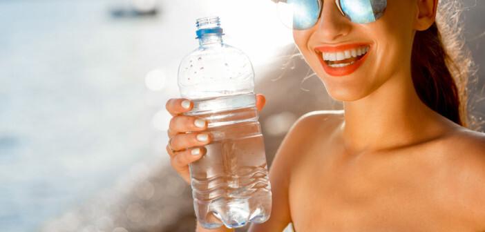 Reichlich Wasser trinken gehört jedenfalls zu den wichtigsten Hitzeschutz-Maßnahmen. © RossHelen / shutterstock.com