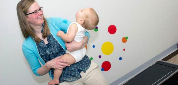 Assistenzprofessorin Janet Hauck von der Michigan State University empfiehlt ausreichend Bauchzeit für Babys. © Michigan State University