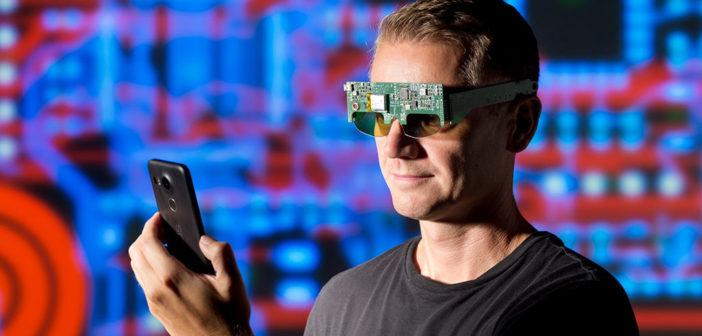 Funktionsmuster der Brillenelektronik soll miniaturisiert in eine Shutterbrille passen. © Fraunhofer IBMT / Bernd Müller