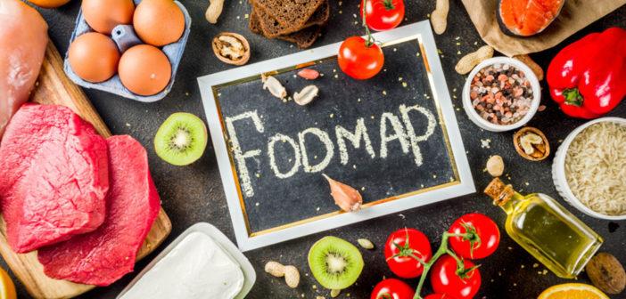Gesunde Ernährung mit verschiedenen niedrigen FODMAPs wie Fleisch, Gemüse, Beeren, Früchter, Körner und Nüsse. © Rimma Bondarenko / shutterstock.com