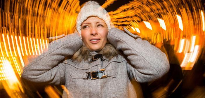 Knalltrauma vermeiden: Wer seine Ohren an Silvester nicht überstrapazieren will, greift auf Fontänen, Feuerkreisel, Knallerbsen und Wunderkerzen zurück. Dieser Lärm liegt in einem Dezibelbereich, der für die Ohren ungefährlich ist. © www.biha.de