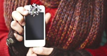 Smartphone - Weihnachten: Handy-Regeln nicht vergessen rät die Wiener Ärztekammer. © Giada Canu / shutterstock.com
