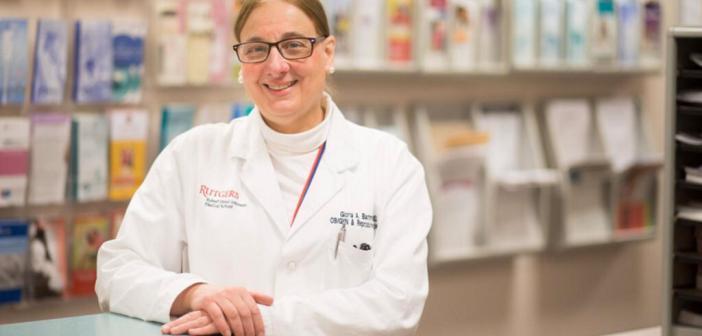 Gloria Bachmann – Hauptautorin behandelte die Vulva-Schmerzen von Frauen mit Vulvodynie mit Gabapentin. © John O'Boyle