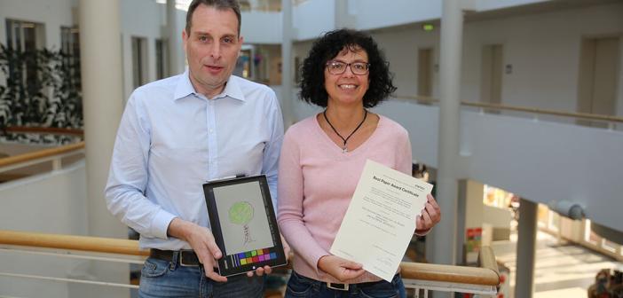 Baum-Zeichnungen analysiert: Thomas Ostermann und Sybille Robens. © Universität Witten / Herdecke (UW/H)