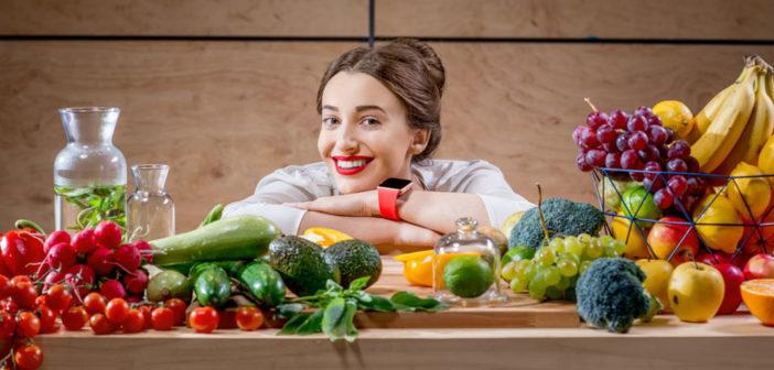 Reichlich Obst und Gemüse fördern die Zufriedenheit und das psychische Wohlbefinden. © RossHelen / shutterstock.com