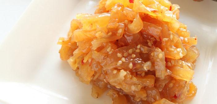 Quallen sind eine Delikatesse der asiatischen Küche – wie ein Chinesischer Quallen-Salad. © jreika / shutterstock.com
