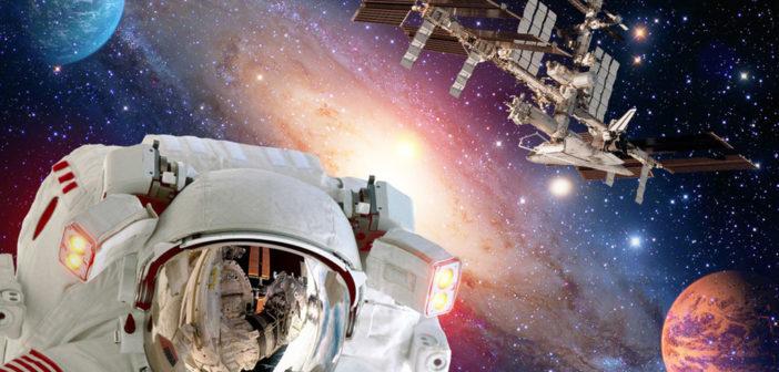 Astronauten, Schwerelosigkeit, © NikoNomad / shutterstock.com