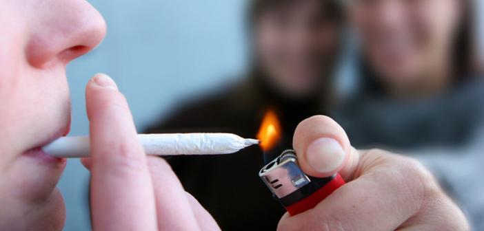 Moderat weniger wiegen durch Cannabis rauchen. © napocska / shutterstock.com