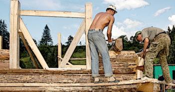 Berufsbedingter Hautkrebs ist vor allem für Bauarbeiter sowie Personen in Gartenbau und Landwirtschaft eine Gefahr. © Sementer / shutterstock.com